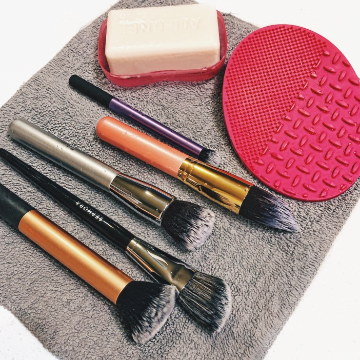 I have tried all different methods of washing brushes – baby shampoo, olive oil + dish washing soap, drugstore brush cleansers, face wash, etc.